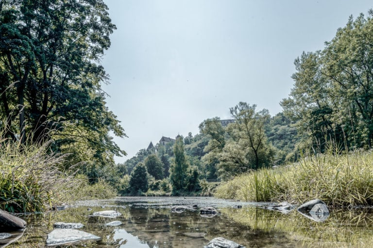 Fluss Kamp bei schönem Wetter