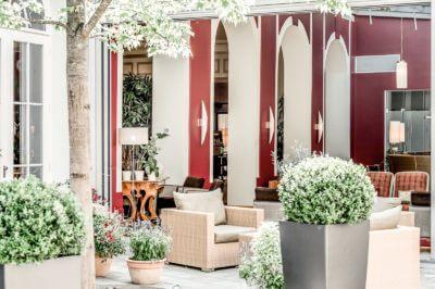 la pura Eingangsbereich mit Pflanzen und gemütlichen Sesseln
